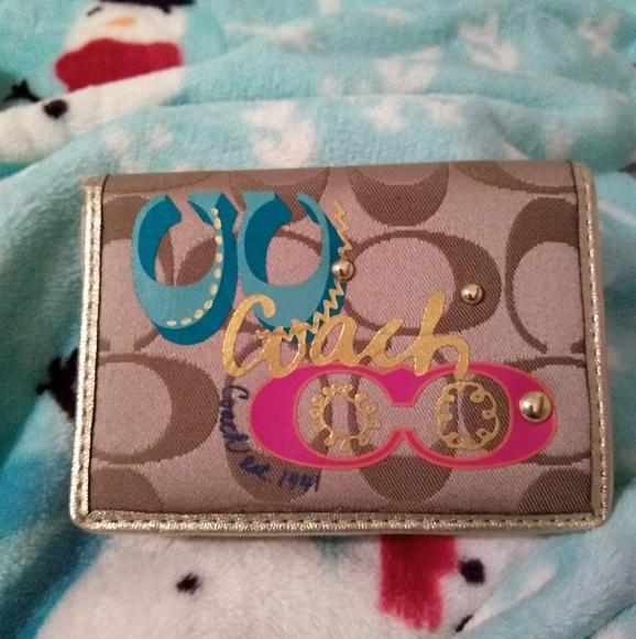 Coach Handbags - Coach Daisy Pop C Applique Card Case